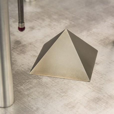 Titanová pyramida / jehlan 60 mm