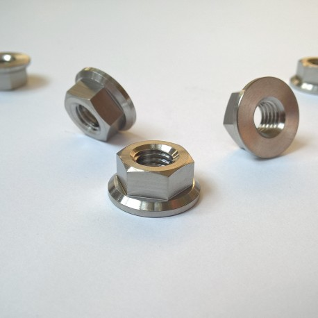 Titanová matice M8 ISO 4161 přírubová